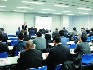 E3PA 講演する亀井氏